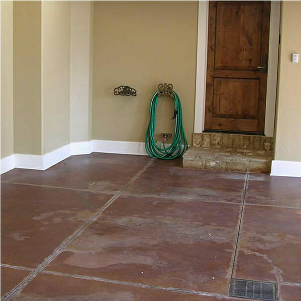 A damaged garage floor | Problems with natural stone and epoxy stone